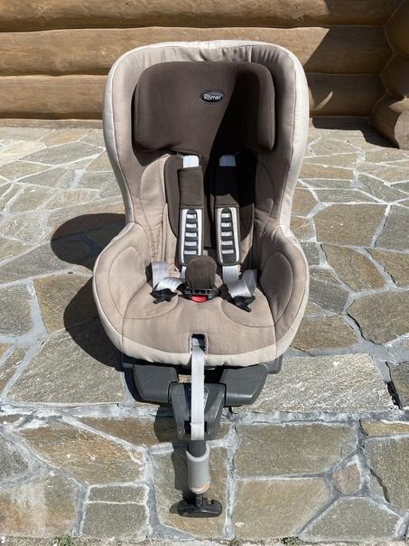 2 автомобильных детских кресла, Britax Romer с кре...