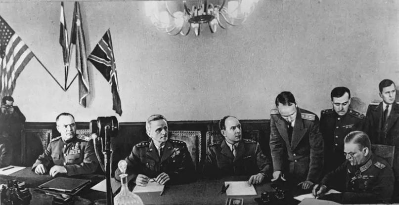 Правительство вермахта распустили после безоговорочной капитуляции Германии