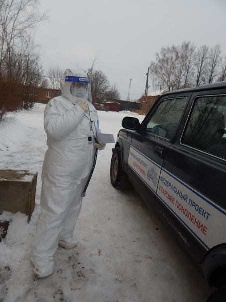 Врач общей практики Р.М.Жирова готова к выезду на дом к больному COVID-19.
