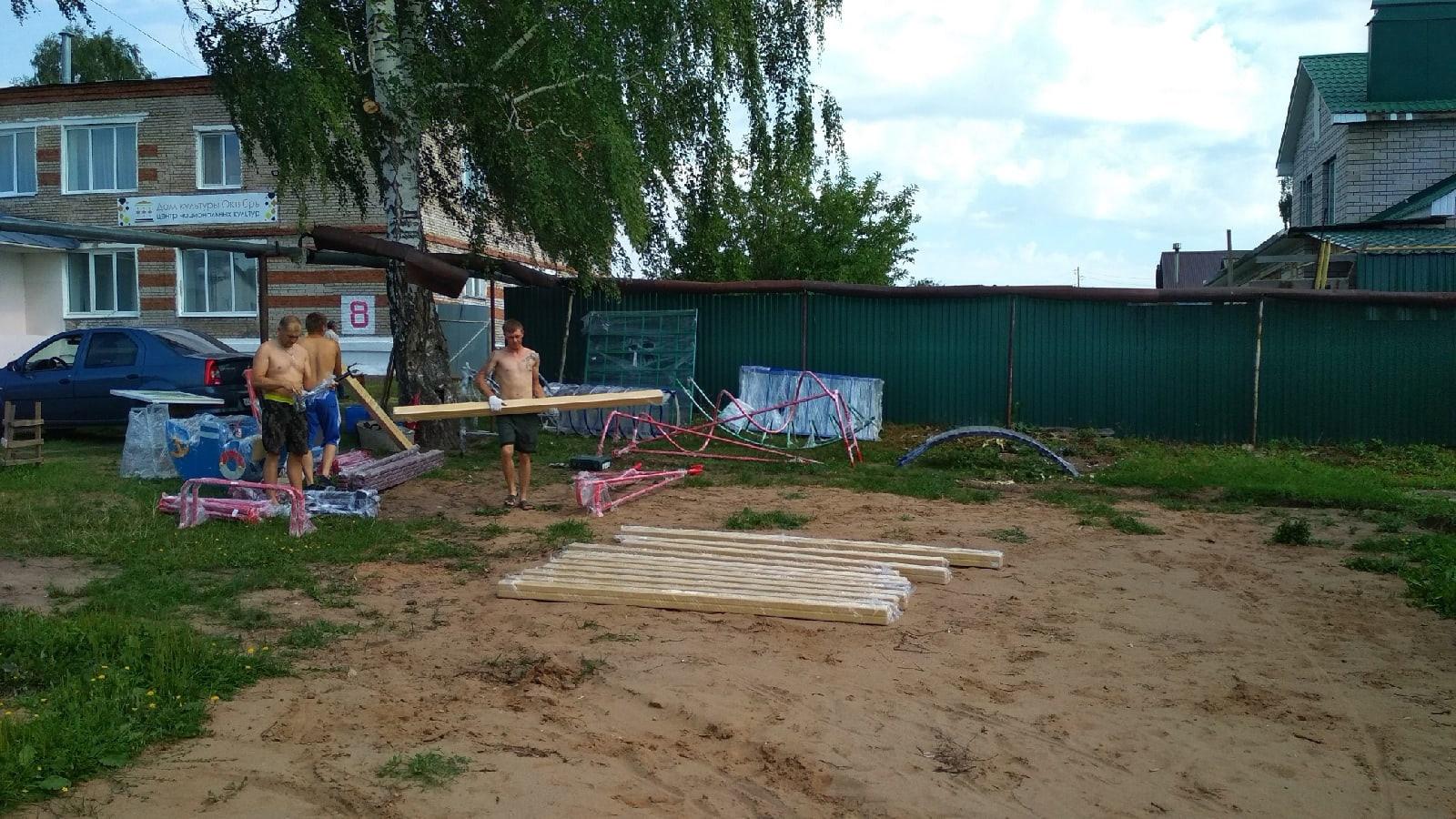 Детский комплекс появится на Красном поселке.Его устанавливают