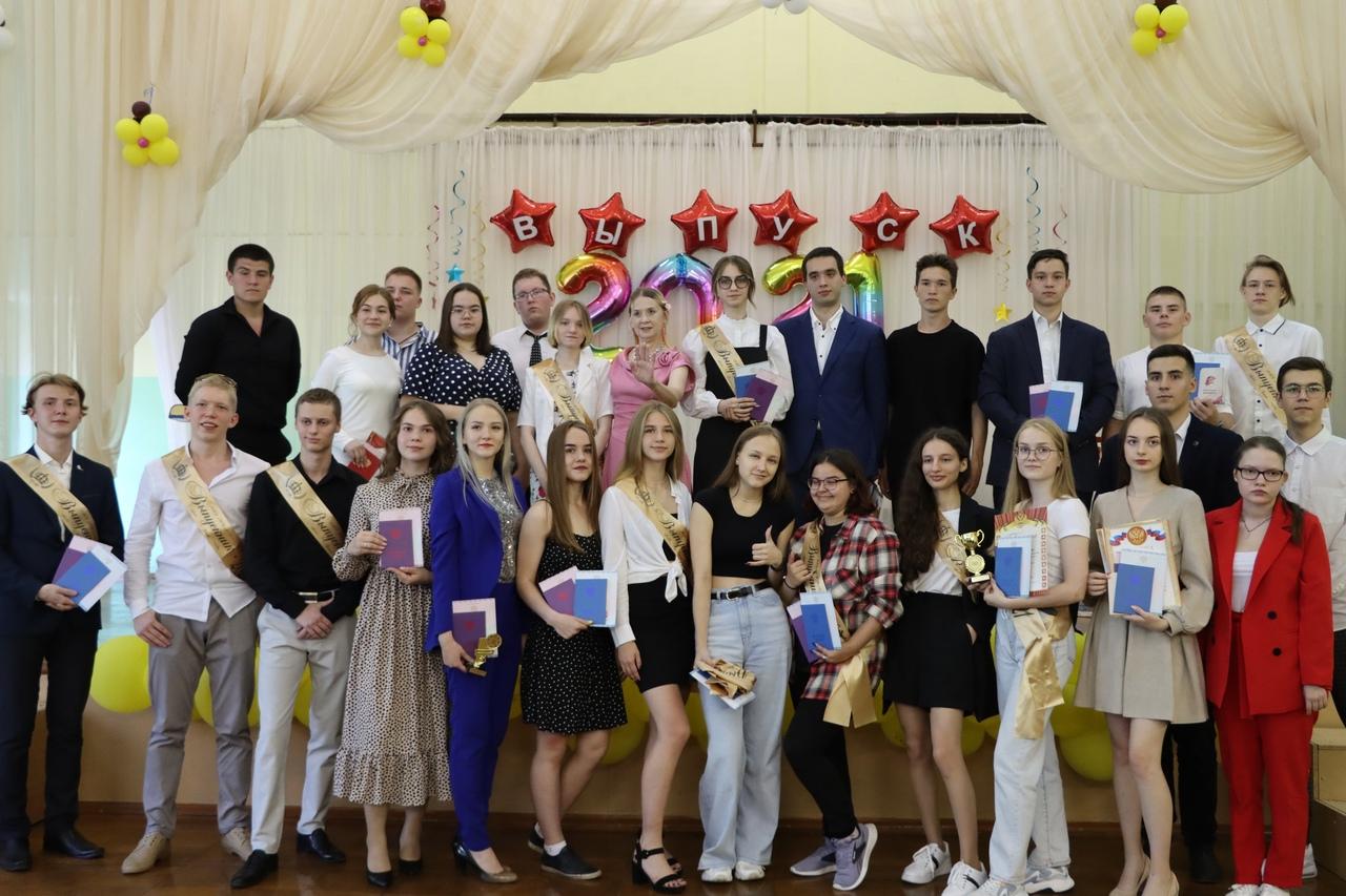 Поздравляем 11-классников с получением аттестатов!