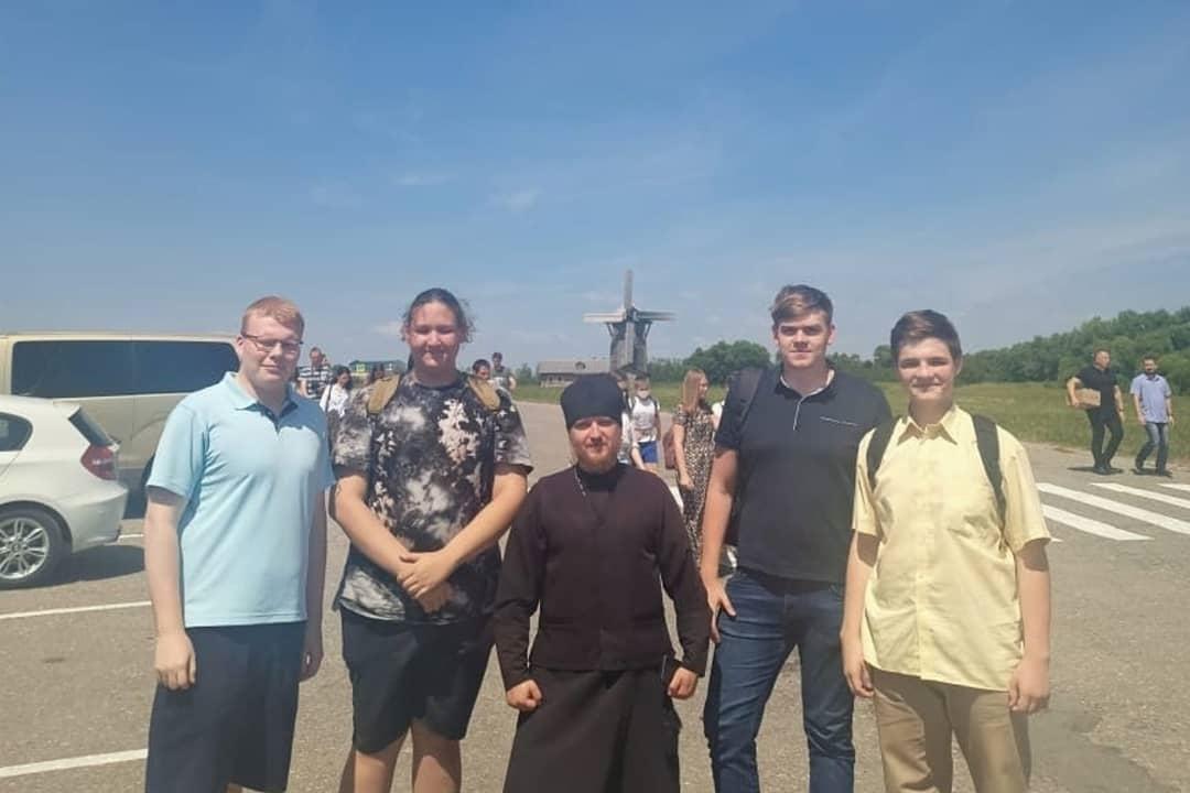 Активисты петровской молодёжной организации «Ихфис» побывали в паломнической поездке