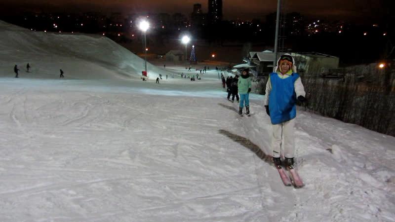 MVI 3673 Минск 6 января 2019 года Выходной у сноубордистов и лыжников Выход с подъёмника