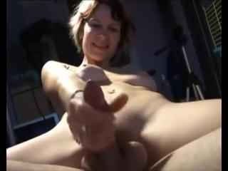 Amateur couple share dildo while she strokes him off двусторонний фалос для пары