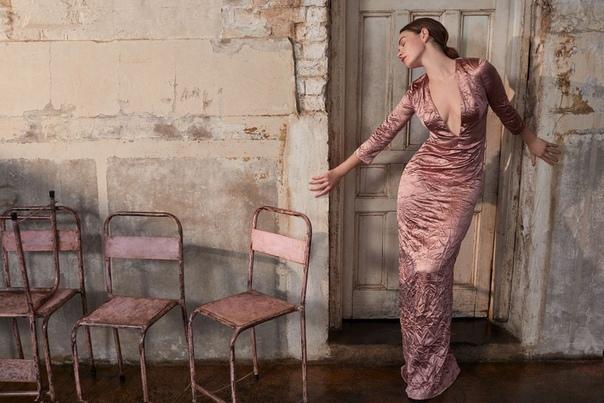 Очаровательная Лили Джеймс в фотосессии для свежего выпуска журнала Harper's Bazaar