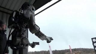 Робот Федор научился стрелять из пистолета