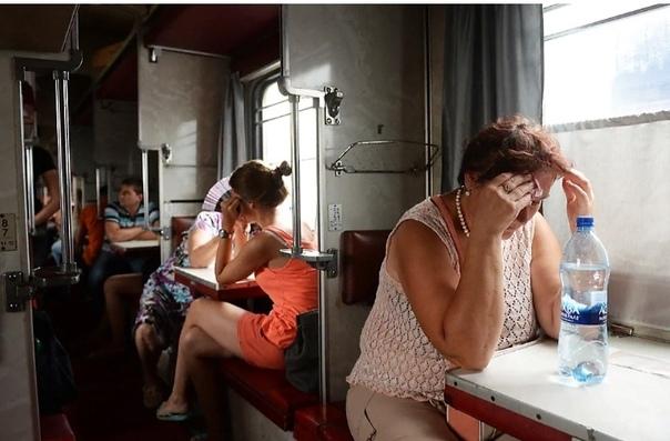 Почему я ненавижу поезда О, когда-то я это любил. Все мы это любили когда-то. Занавесочки на окнах, верхняя полка, и по рельсам чух-чух. За окном столбы, деревни, поля. Стаканы звякают