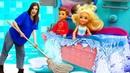 Челси и Стивен подрались в ванной! Ох уж эти куклы - Видео для девочек про Барби