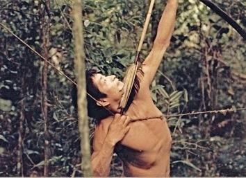 К вопросу о «благородных дикарях». Народ аче (гуаяки) обитал в джунглях Парагвая вплоть до 1960-х годов. Изучавшие его антропологи словно заглянули в первобытный мир. Когда умирал уважаемый