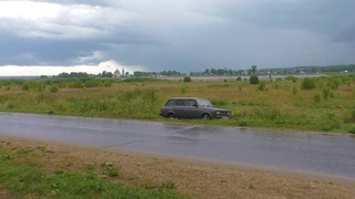 Машина вылетела в кювет на Набережной в Великом Устюге