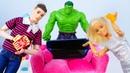 Куклы Барби хотят домашний кинотеатр! Супергерой Халк и Кен добывают смартфон. Видео про игрушки