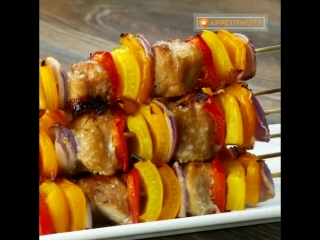 Шашлык из курицы в духовке - блюдо вкусное, красивое и очень аппетитное. Может подойти как для праздничного, так и для повседнев