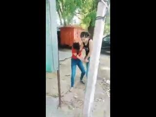Red shirt: knee(fail), grab and kick(successful)