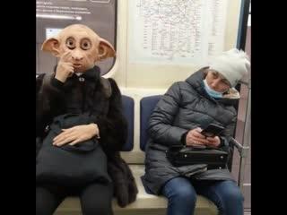 Чего только в метро не увидишь.