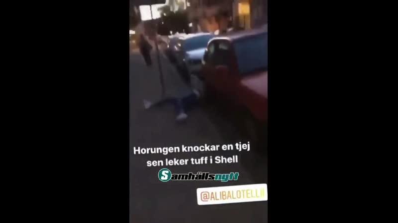 Исламитский мигрант оккупант культурно обогащает шведку
